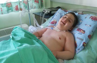 Ο 10χρονος Λιουμπίμ Ζούρα που νοσηλεύεται στο Ιπποκράτειο χρειάζεται βοήθεια