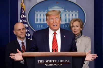 Ο Τραμπ ανακοινώνει την «παύση» της μετανάστευσης για 60 ημέρες