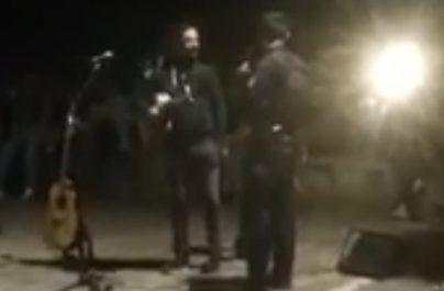 Η αστυνομία σταμάτησε υπαίθρια συναυλία στην Ακρόπολη (βίντεο)