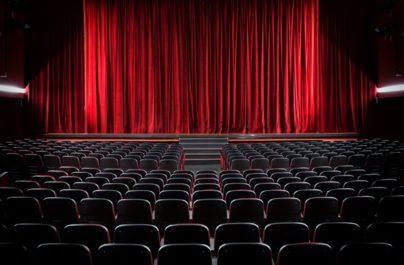 «Στα 19 μου με κακοποίησε βάναυσα γνωστός σκηνοθέτης του θεάτρου» θα τα γνωστοποιήσω ο ίδιος στη Δικαιοσύνη