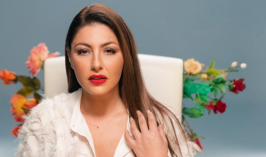 Η Έλενα Παπαρίζου παρουσιάζει το music video του «Δεν Επέστρεψα»