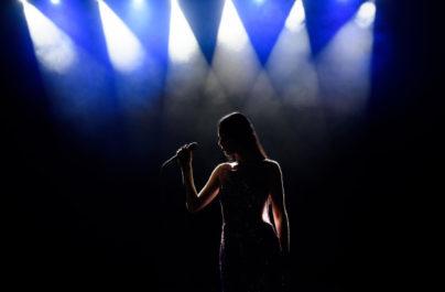 Θεσσαλονίκη: Τραγουδίστρια όταν ζήτησε την αμοιβή της ,ο ιδιοκτήτης της έβγαλε όπλο.
