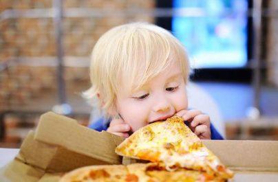 Με selft test θα μπαίνουν τα παιδάκια σε εστιατόρια, ταβέρνες και κλειστούς χώρους